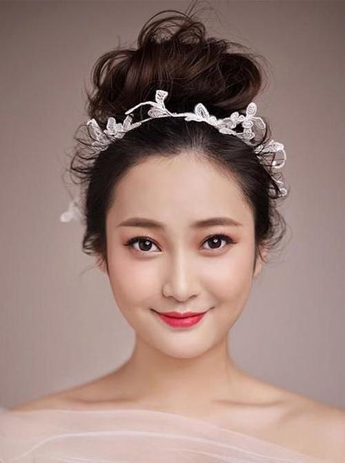 những kiểu tóc cô dâu đơn giản mà đẹp 5